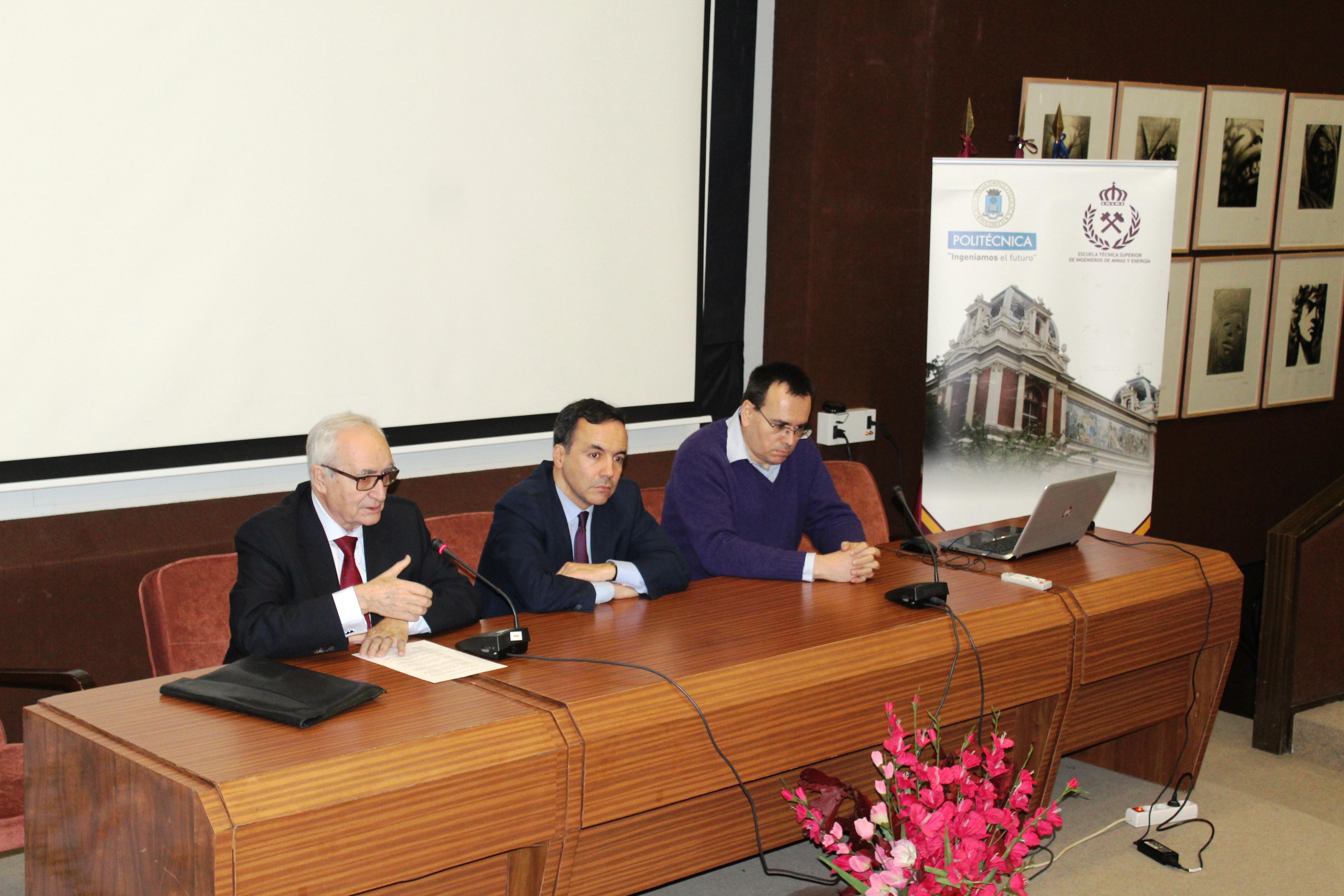 El Presidente de CONFEDEM presenta los objetivos de la Cátedra a los asistentes